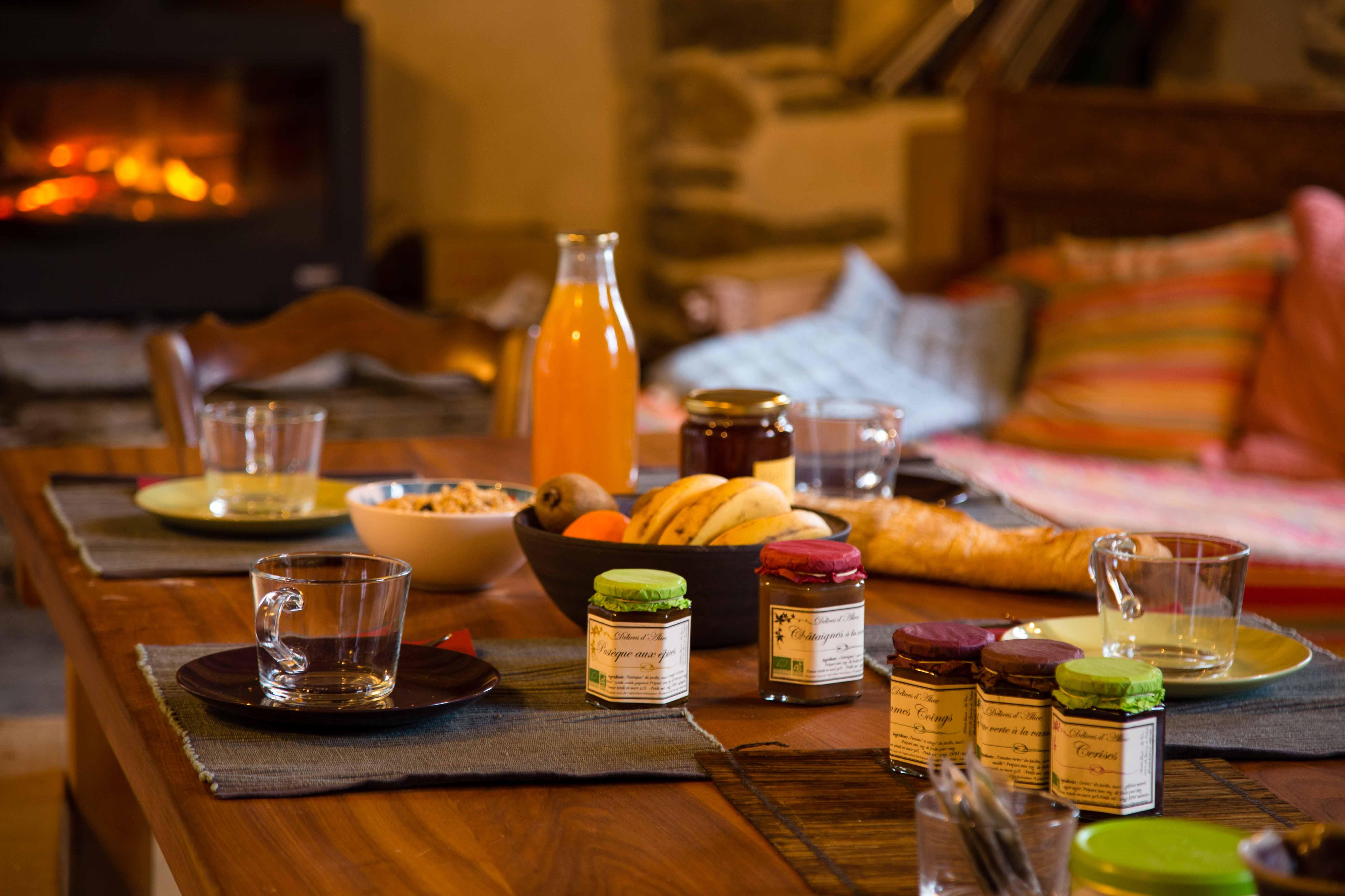 La table d 39 h tes chambre d 39 h tes de charme en c vennes - Chambre d hote avec table d hote ...